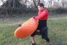 How to load the kayak on the shoulder